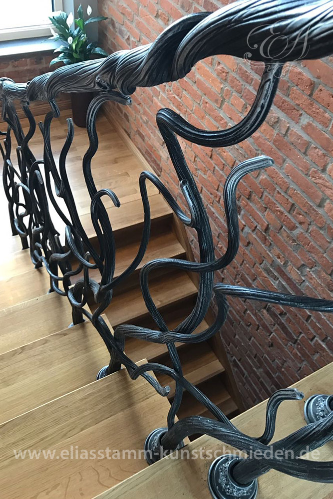 exklusive geschmiedete treppen in handarbeit aus natur stahl. Black Bedroom Furniture Sets. Home Design Ideas